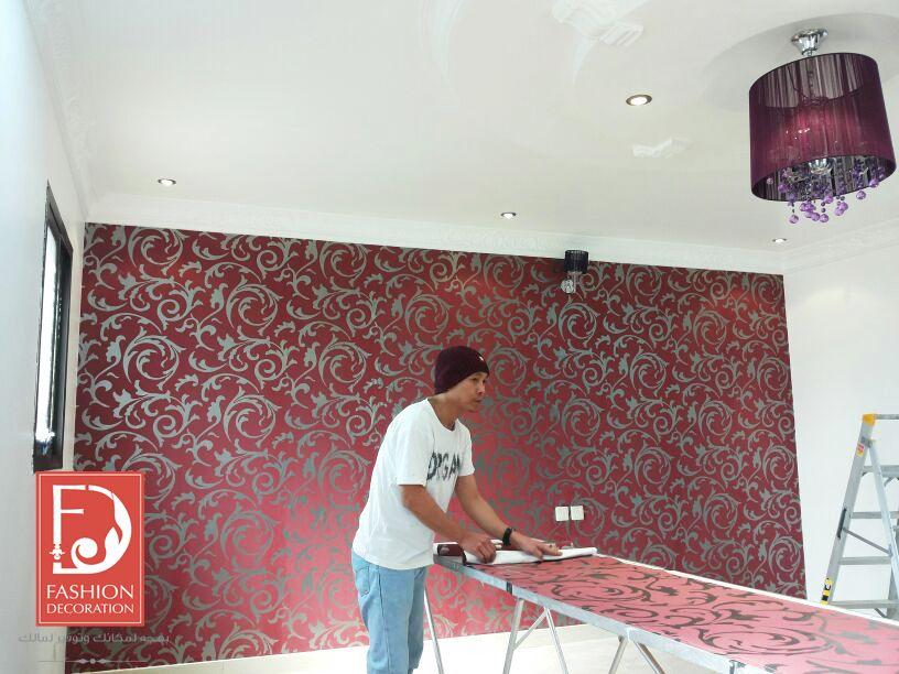 تركيب ورق الجدران بكل احترافية على ايدي اختصاصيين ورق جدران اوروبي 100 Decor Wallpaper ورق جدران ورق حائط ديكور فخامة ج Tile Floor Flooring Texture