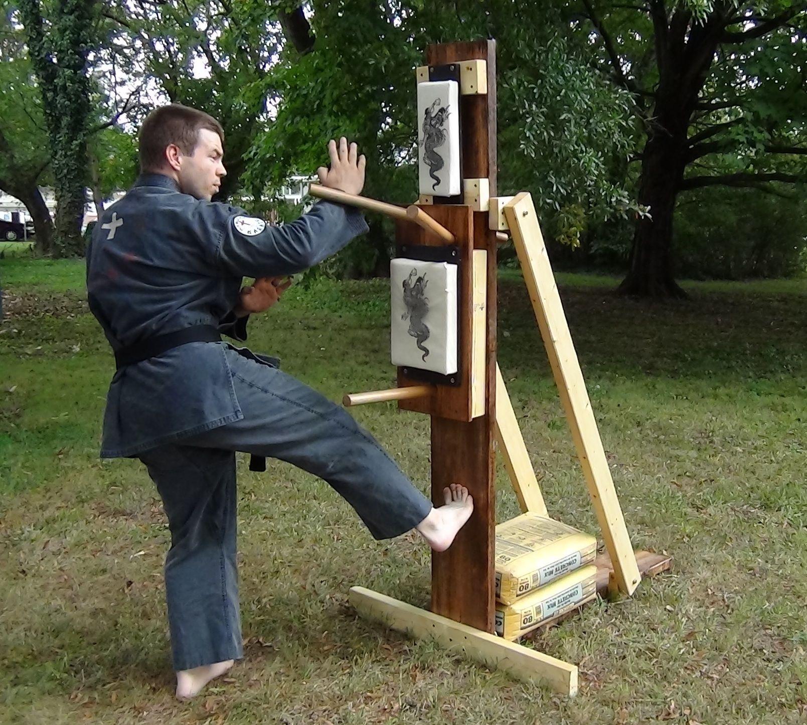 Karate wooden dummy wooden dummy martial arts