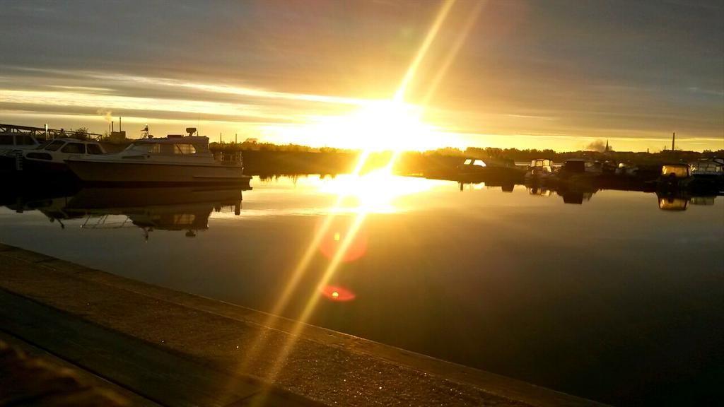 Maanantaita ihmiset! Auringonnousu tuplana ;) #kotka #finland #haamuvuoro