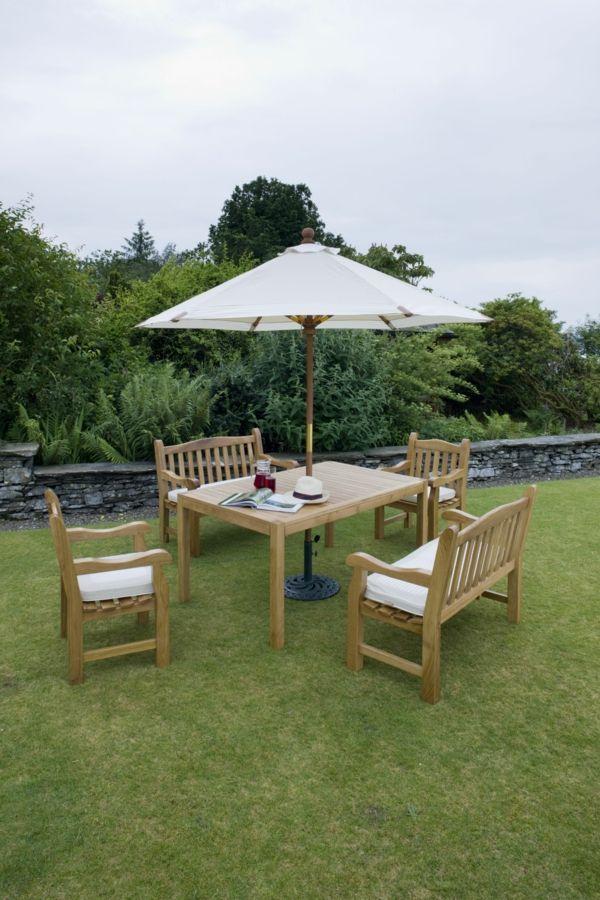 Gartenbank Und Andere Möbel Für Einen Schönen Garten Im Frühjahr
