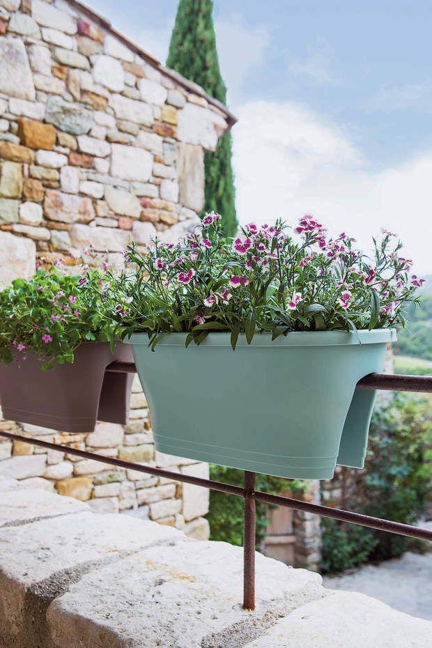 Jardinière avec clips intégrésPratique! Jardinière pour balcon de ...