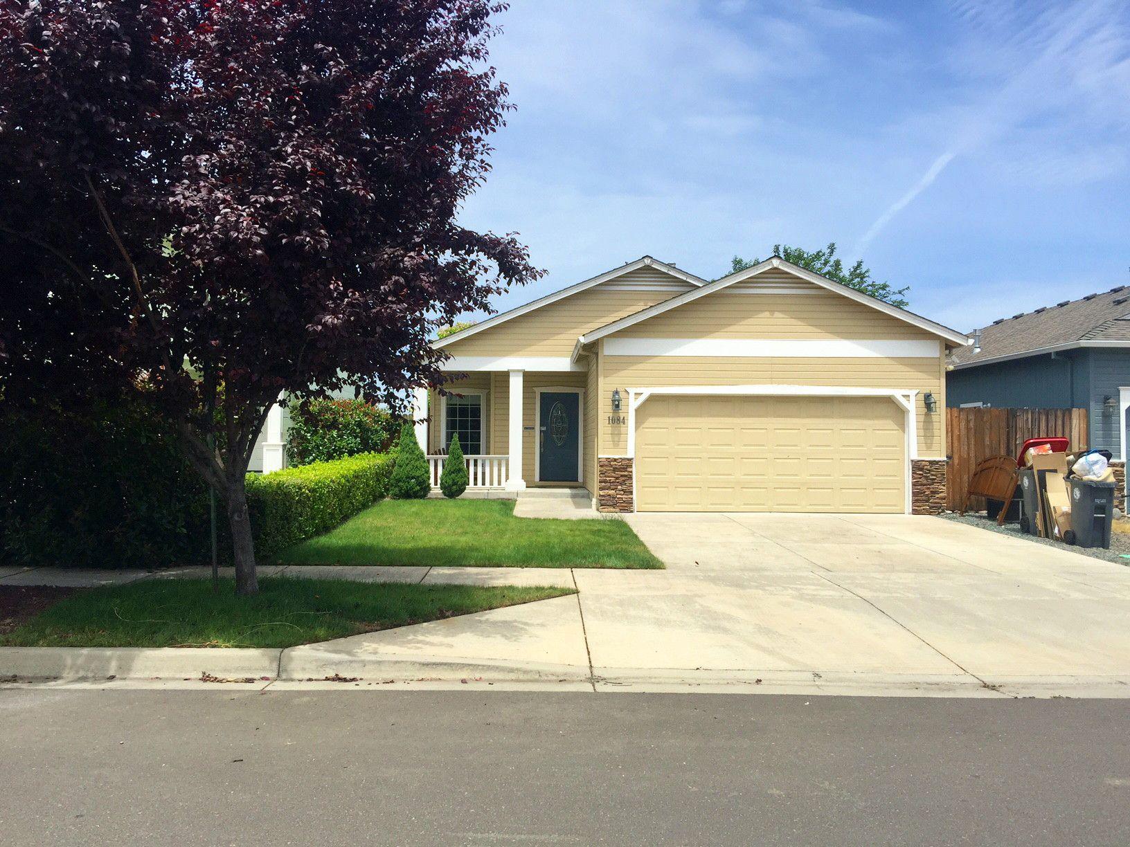1084 Katie Mae Drive Medford Oregon 97501 Landline Real Estate Llc Real Estate Custom Cabinetry Granite Countertops