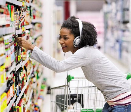 How To Squeeze In Cardio During The Holidays: Shop. Take a lap (or 3) around the store. It's a great way to promote healthy food choices, save money by comparing prices and rack up some extra steps for the day. Besides, pushing a cart around for 30 minutes burns 100 to 155 calories.
