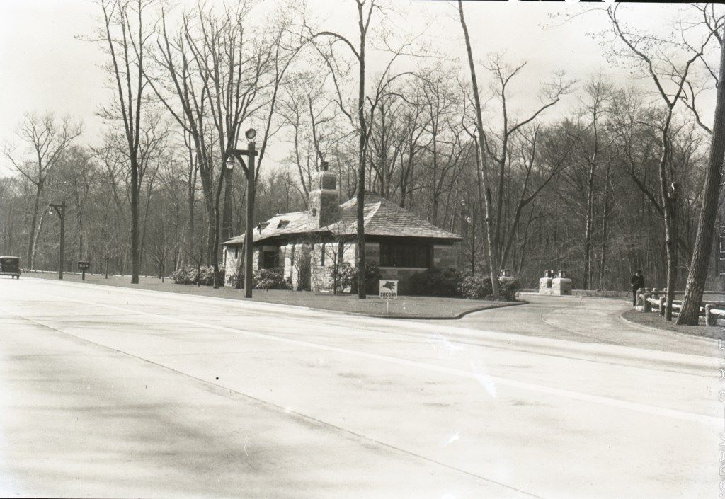Gas Station Along The Southern State Pkwy 1920 S Long Island History Long Island Ny Great Places