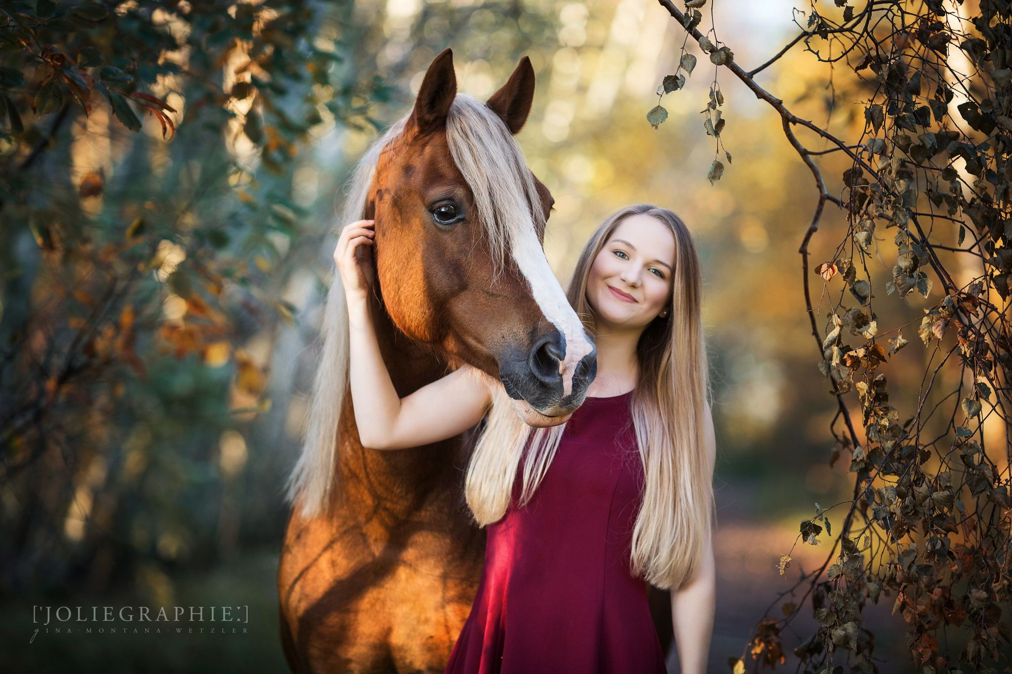 Frau und Pferd im Wald / Woman and Horse in the forest