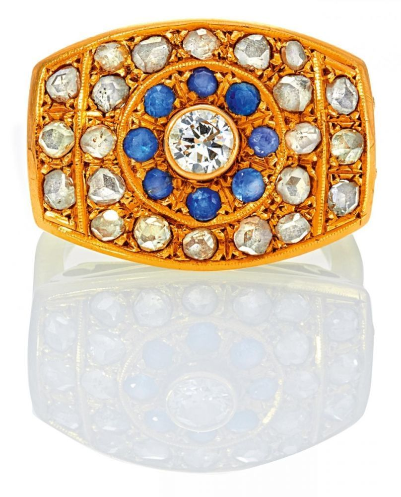 SAPHIR-DIAMANT-RING. Deutschland, um 1960. 750/- Gelbgold, Gewicht: 9,3g. EU-RM: 57. 22 Diamantrosen
