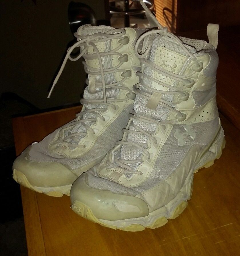 Under Armour UA Mens Size 8.5 Boots