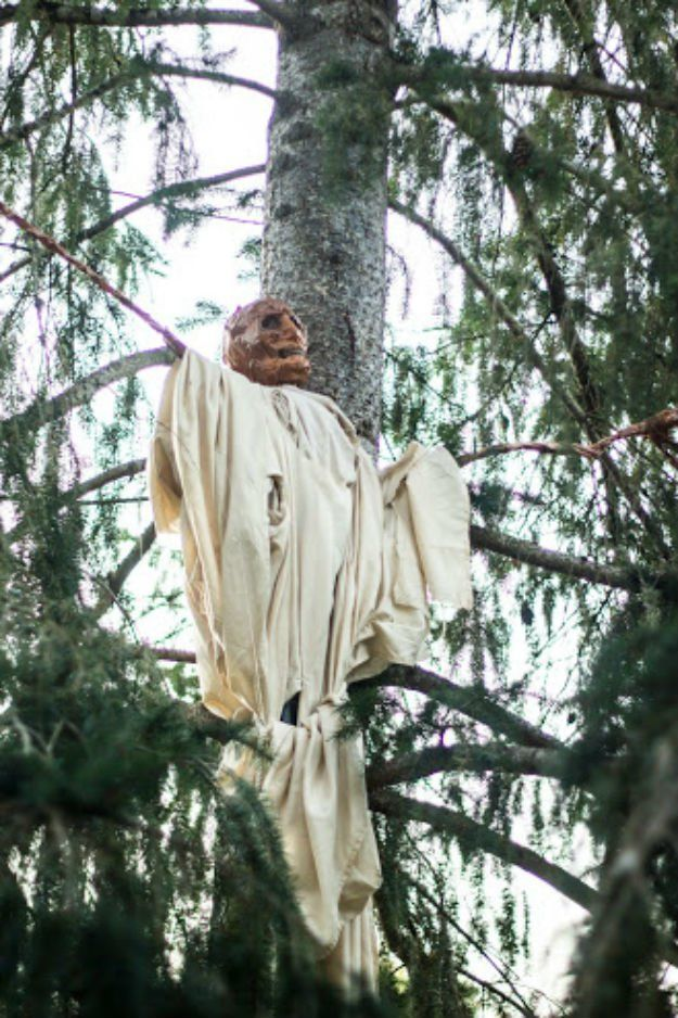 How to Make a Halloween Scarecrow Decorations Scarecrows, Outdoor - halloween scarecrow ideas