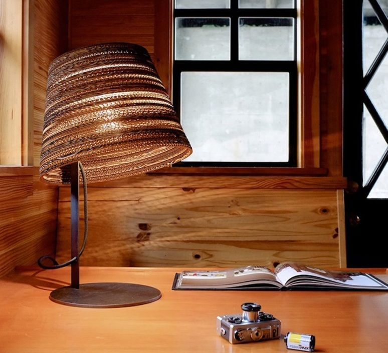 Lampe A Poser Tilt Table Blanc H24cm O34cm Graypants Lampes De Table Lampe De Table Blanche Decoration Escalier