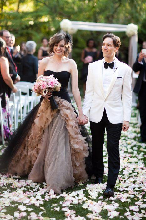 25 novias que decidieron no usar vestido blanco el día de su boda
