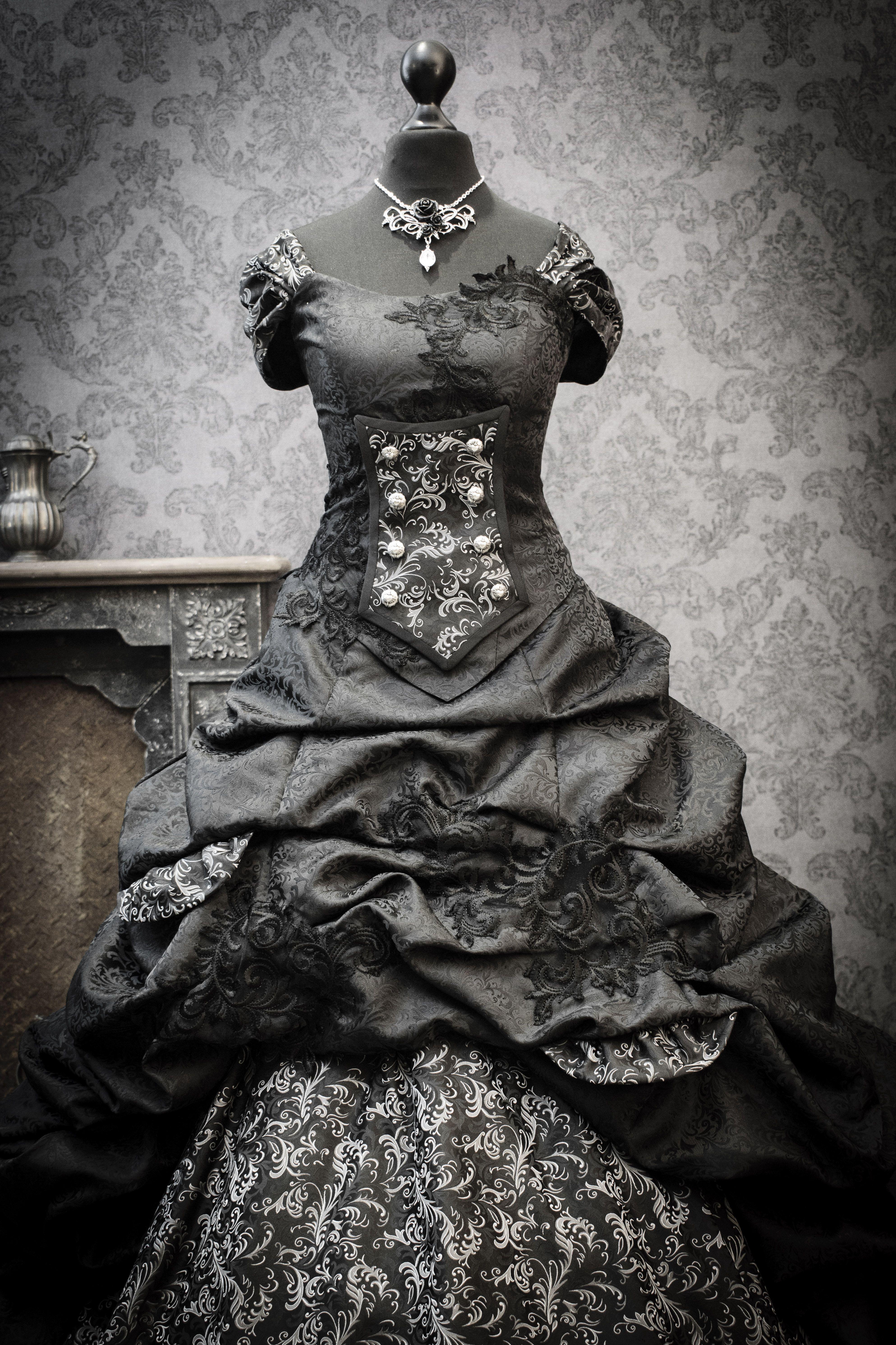 Brautkleid In Schwarz Brautmode Brautkleid Gothik Kleider