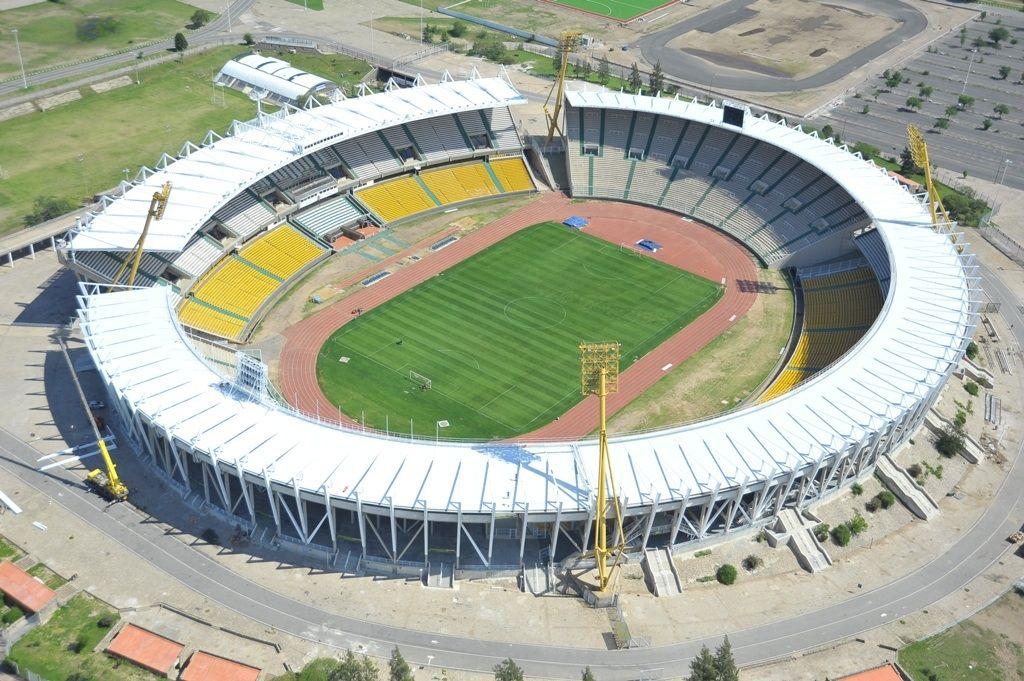 El Estadio Mario Alberto Kempes. Ubicado en la ciudad de Córdoba (Argentina). Tiene una capacidad de 57000 y alberga los partidos de local de Belgrano, talleres e instituto. En los últimos años también ha albergado algunos partidos de la selección Argentina.