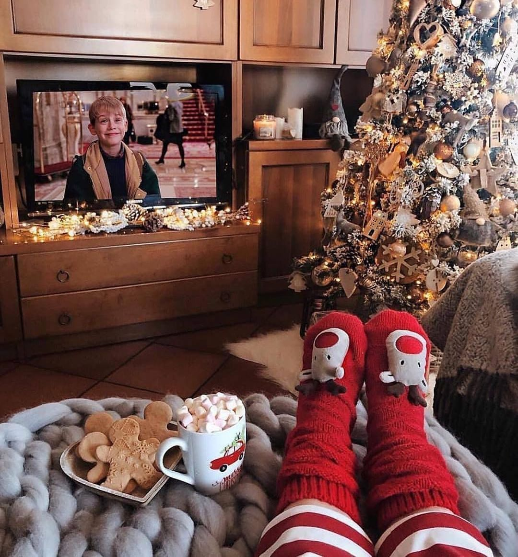 "Santa Claus on Instagram: ""120 DAYS LEFT UNTIL CHRISTMAS EVE😍🎄🎅🎁🎉"""