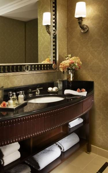 Deluxe Room - Bathroom - These spacious marble bathrooms in