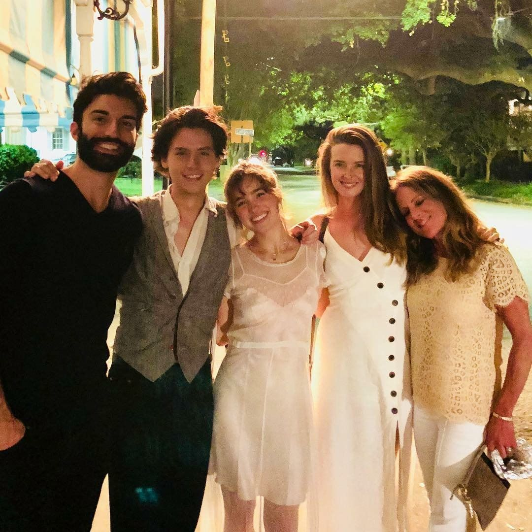 Cole Com O Elenco E Direcao Do Filme Five Feet Apart Emily Baldoni Via Riverdale Cole Sprouse