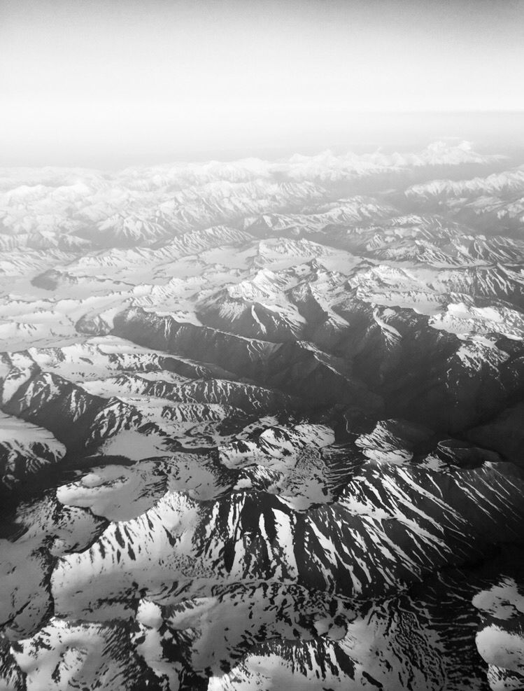 Cerros, nieve, avion