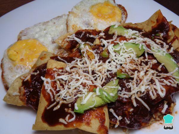Receta de Chilaquiles en salsa de tres chiles #RecetasGratis #RecetasMexicanas #ComidaMexicana #CocinaMexicana #Chilaquiles