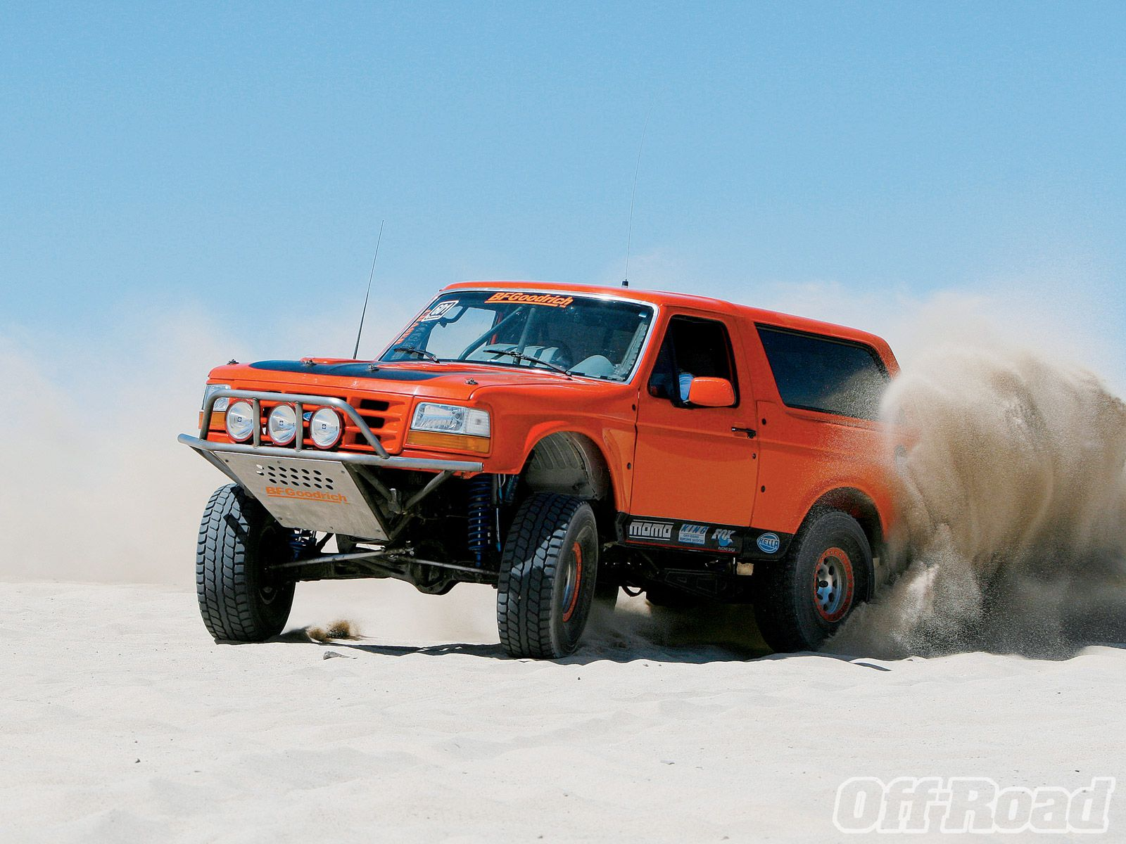 Racing grade ford bronco tears up the sand