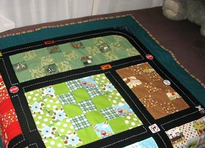 A little bit of Kaos: Finished Car playmat Quilt at last!