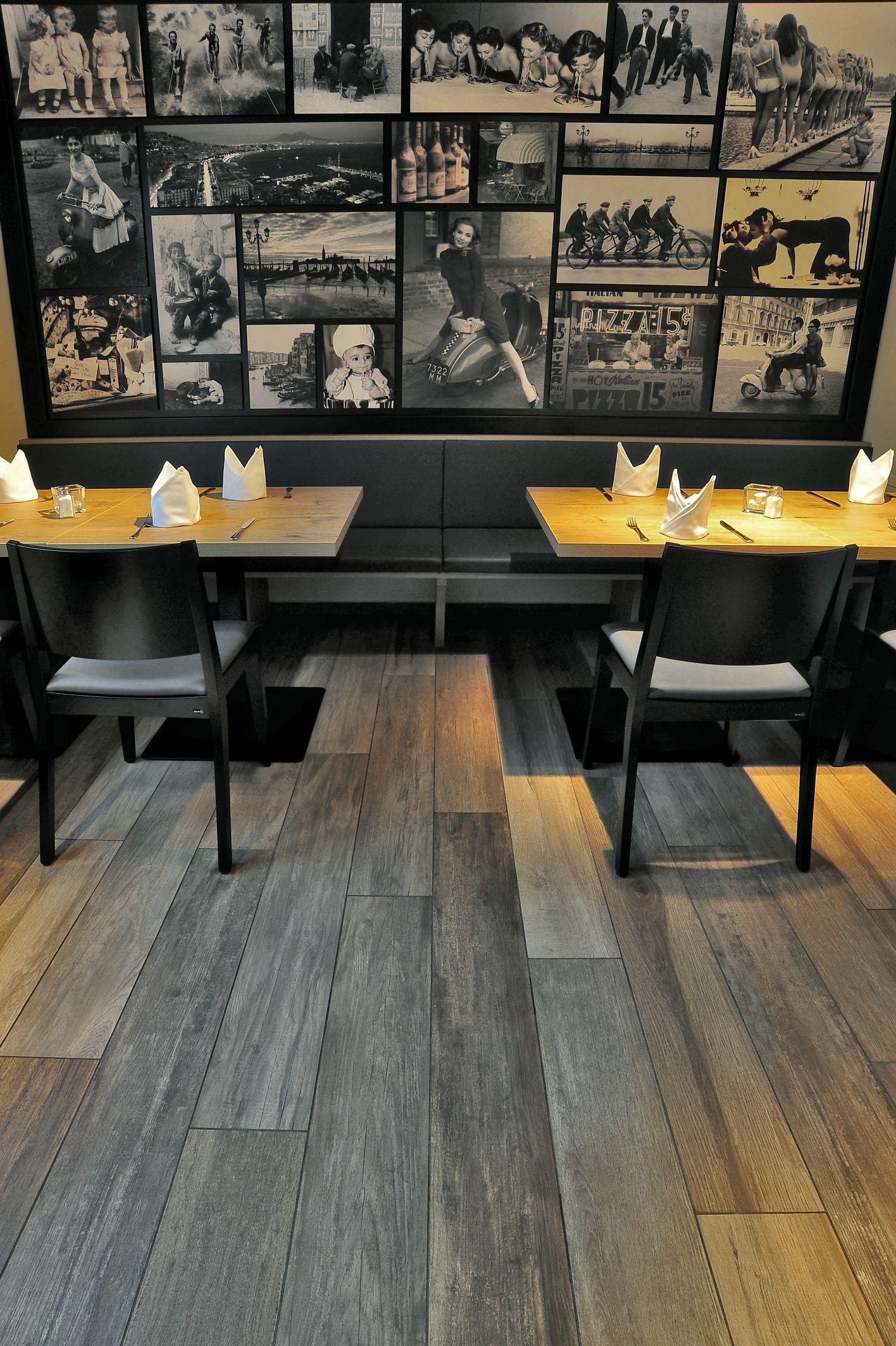 Realizzazione pizzeria pavimento effetto legno in for Piastrelle wow