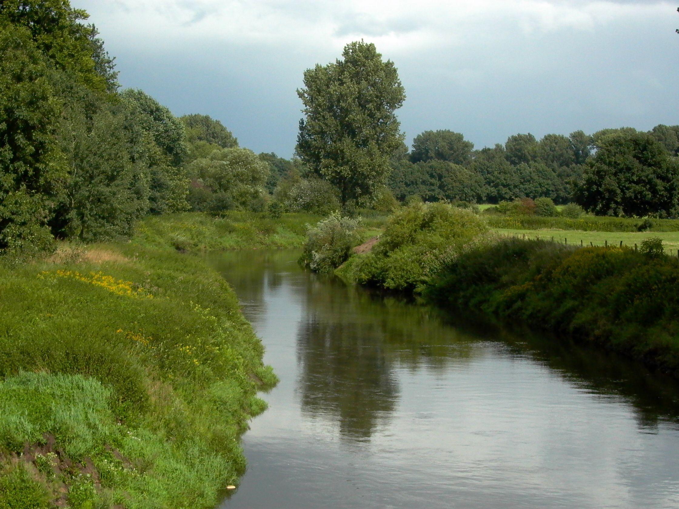 Ems Fluss In Europa Die Ems Ist Ein Fluss Im Nordwesten Der Bundesrepublik Deutschland Sie Entspringt In Der Senne In Schloss Holte Stukenb River Outdoor Water