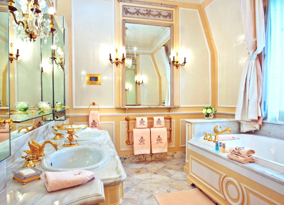 Bathroom. 7 RARE Retro Bathroom Ideas From The Pages of VOGUE Magazine