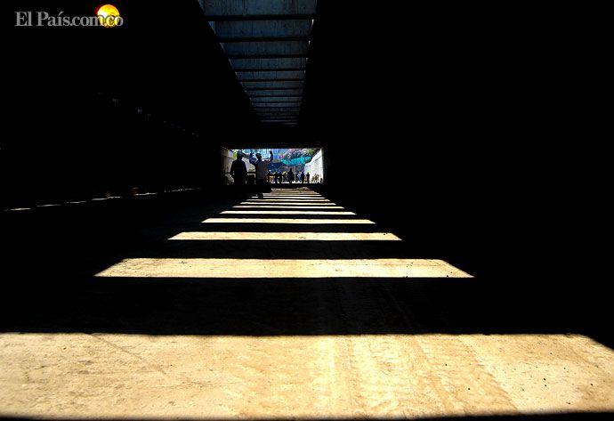 cali| Viernes, Junio 1, 2012   Un nuevo hallazgo arqueológico en la Avenida Colombia tiene a los caleños esperando para estrenar el hundimiento, una de las 21 megaobras de la ciudad de Cali. Foto: Ernesto Guzmán Jr.