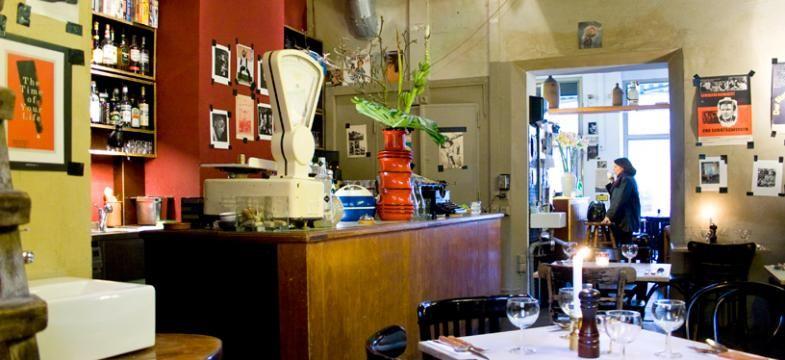 Themroc Zweiraumwohnung Mit Offener Kuche Restaurant Auf Der