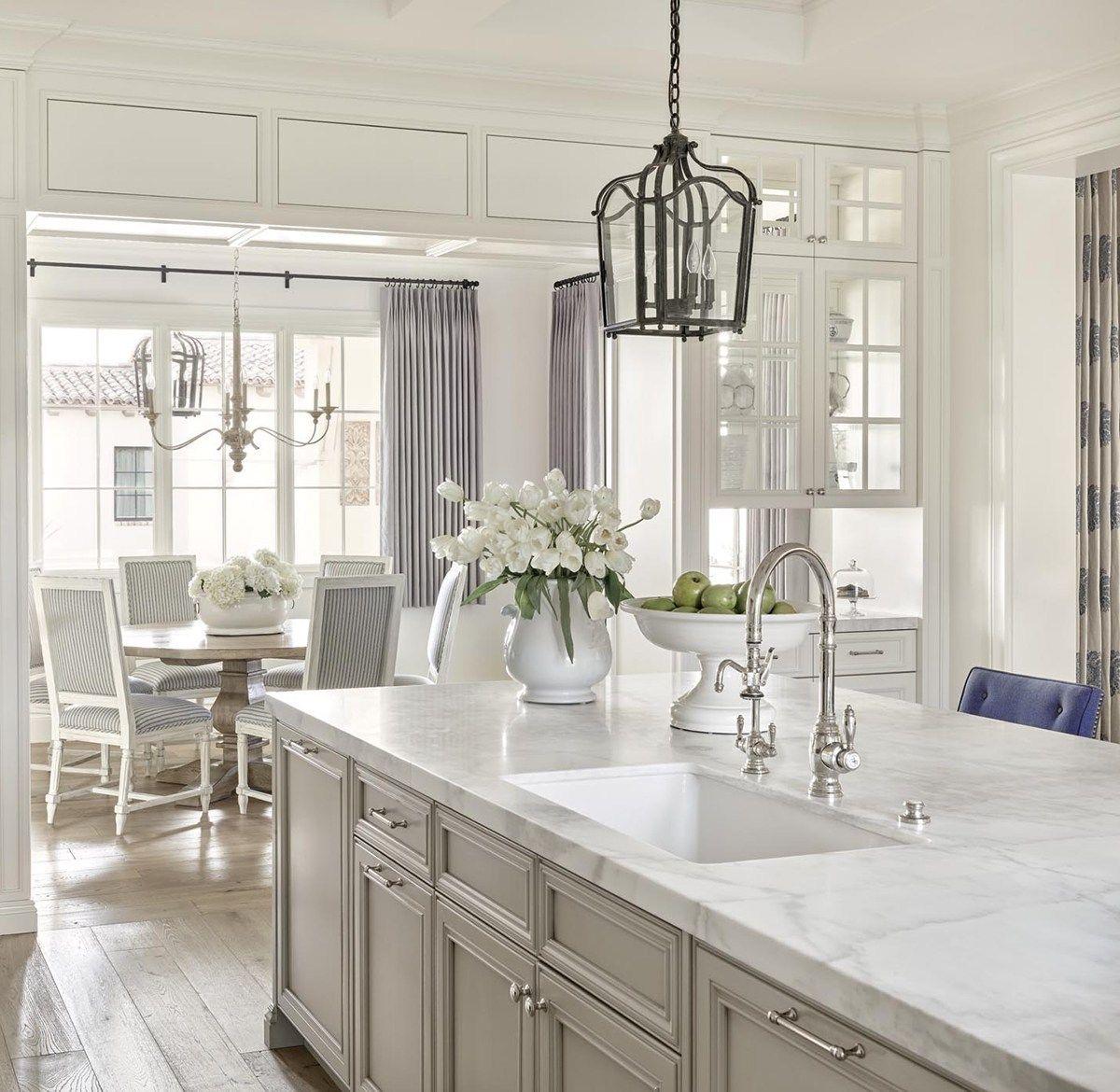 Traditional White Kitchen in 2020 Beige kitchen, Kitchen