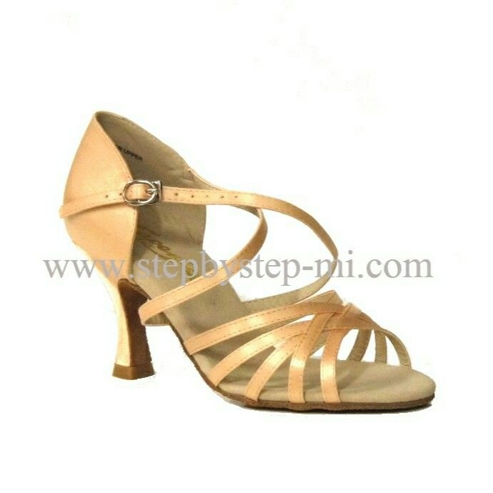 Sandalo in raso carne chiaro, suola in bufalo, tacco 70  #stepbystep  #ballo #salsa #tango #kizomba #bachata #scarpedaballo #danceshoes  #cute #design #fashion #shopping #shoppingonline #glamour #glam #picoftheday #shoe #rhinestones #strass #style #tagsforlikes #instagood #instashoes  #sandals #sandali  #satin #raso #carne