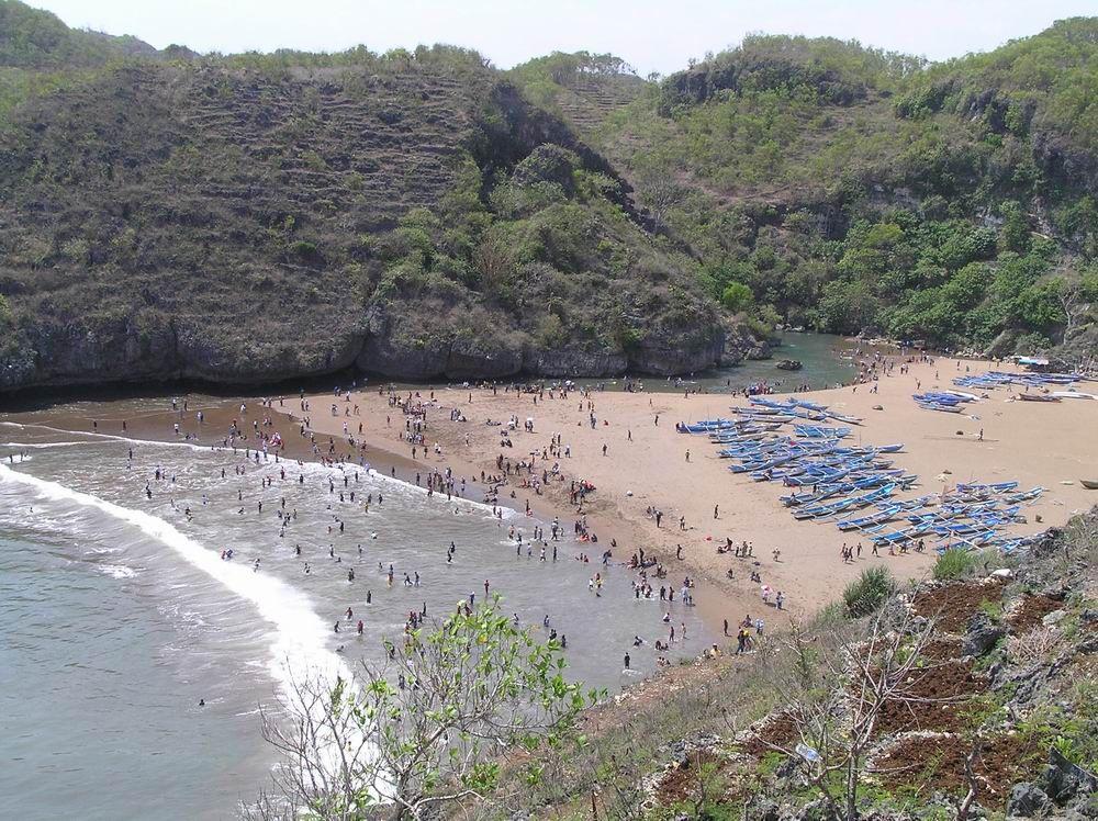 Pantai Baron Pemandangan Unik Di Gunung Kidul Yogyakarta Yogyakarta Pemandangan Alam