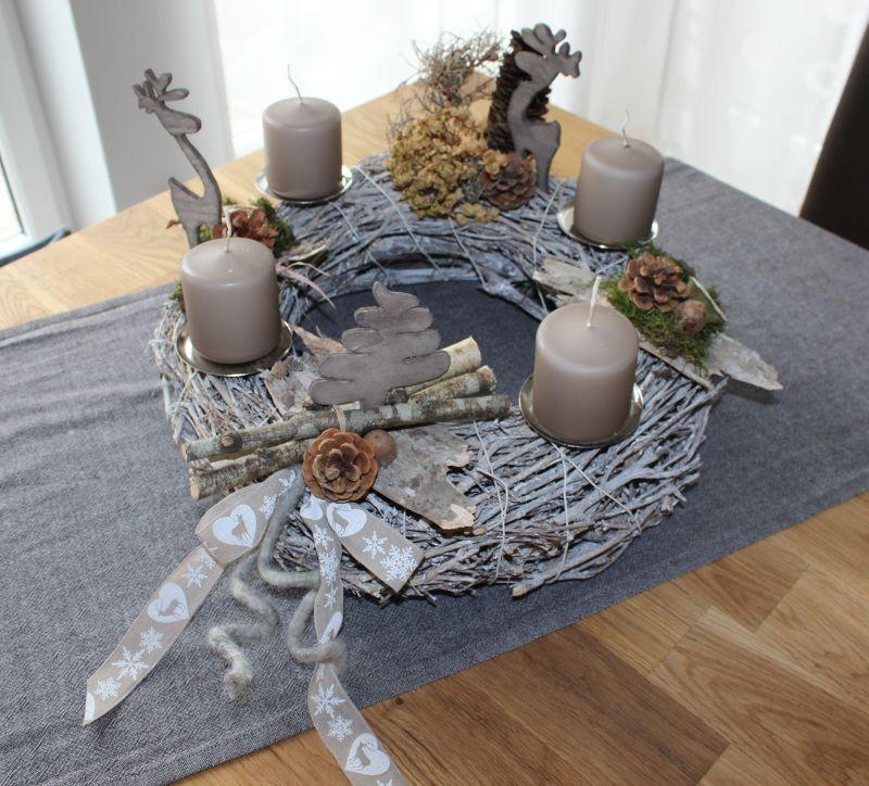 aw06 adventskranz aus wei gekalktem rebenkranz nat rlich dekoriert mit rehen und tannenbaum. Black Bedroom Furniture Sets. Home Design Ideas