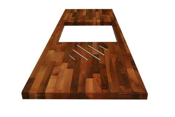 Eine Nussbaum-Arbeitsplatte mit Herdausschnitten und Edelstahl - holz arbeitsplatten küche