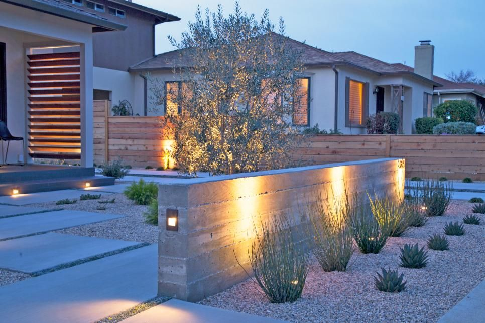 1950s Ranch House With Contemporary Entrance Low Water Garden Hgtv S In 2020 Drought Tolerant Landscape Front Yard Landscaping Entrance Small Front Yard Landscaping