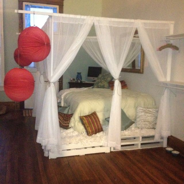 Diy pallet canopy bed for the home pinterest canopy for Diy kids pallet bed