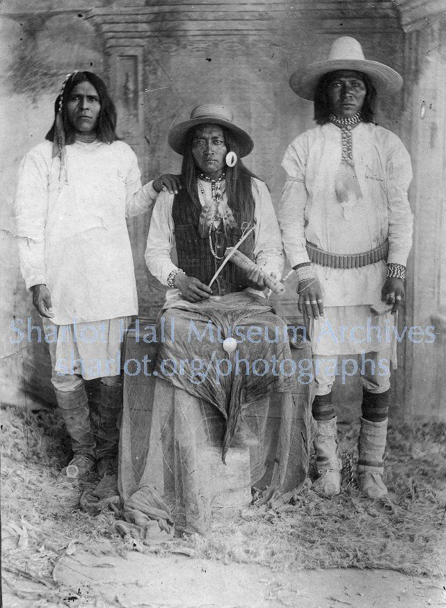 apache men Traditional apache moccasins full length teton/lakota teton/lakota oglala mescalero n jicarilla men wore the more plains indian style.