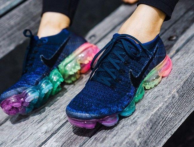 La Nueva Colección Betrue De Nike Llena Nuestros Pies De Color Y Buen Rollo Dedicado Al Colectivo Lgtb Nike Air Sneakers Men Fashion Sneakers Fashion