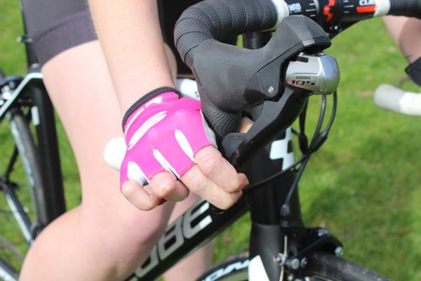 Pain at the sides of the knees | Common Cycling Niggles and Bike Fit Fixes | Total Women's Cycling