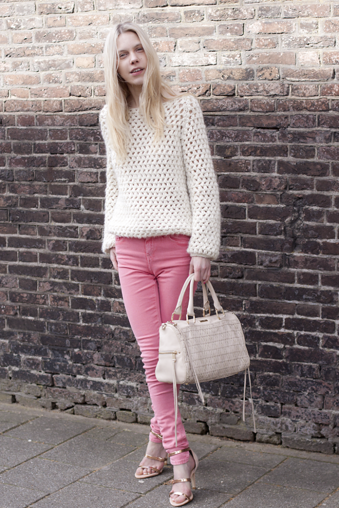 pastel pink jeans and rose gold heels 3  291304c13