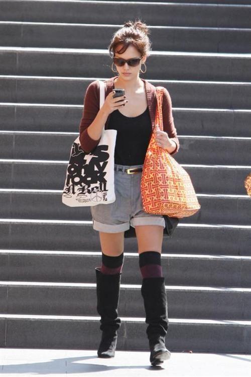 fbf5ea8f8 How celebrities wear knee socks - Jessica Alba peek-a-boots