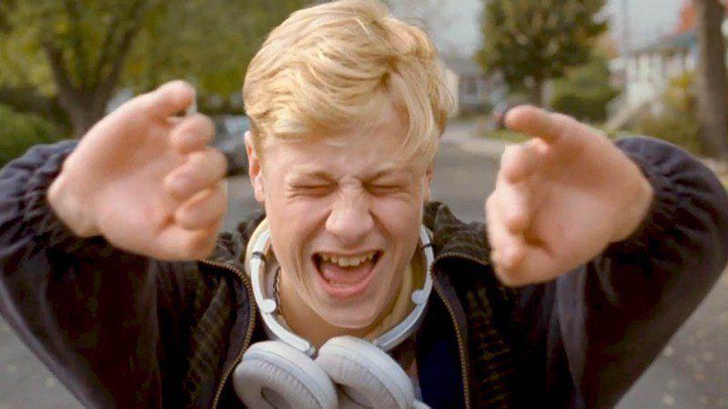 """""""Mommy é cinema de verdade, daqueles que usam todos os recursos da tela grande. Brinca com o enquadramento e tem uma bela trilha sonora, cativante e libertadora, como nos bons filmes do diretor e ex-repórter da Rolling Stones, Cameron Crowe (Almost Famous e Jerry Maguire), que sempre soube usar muito bem a música."""""""