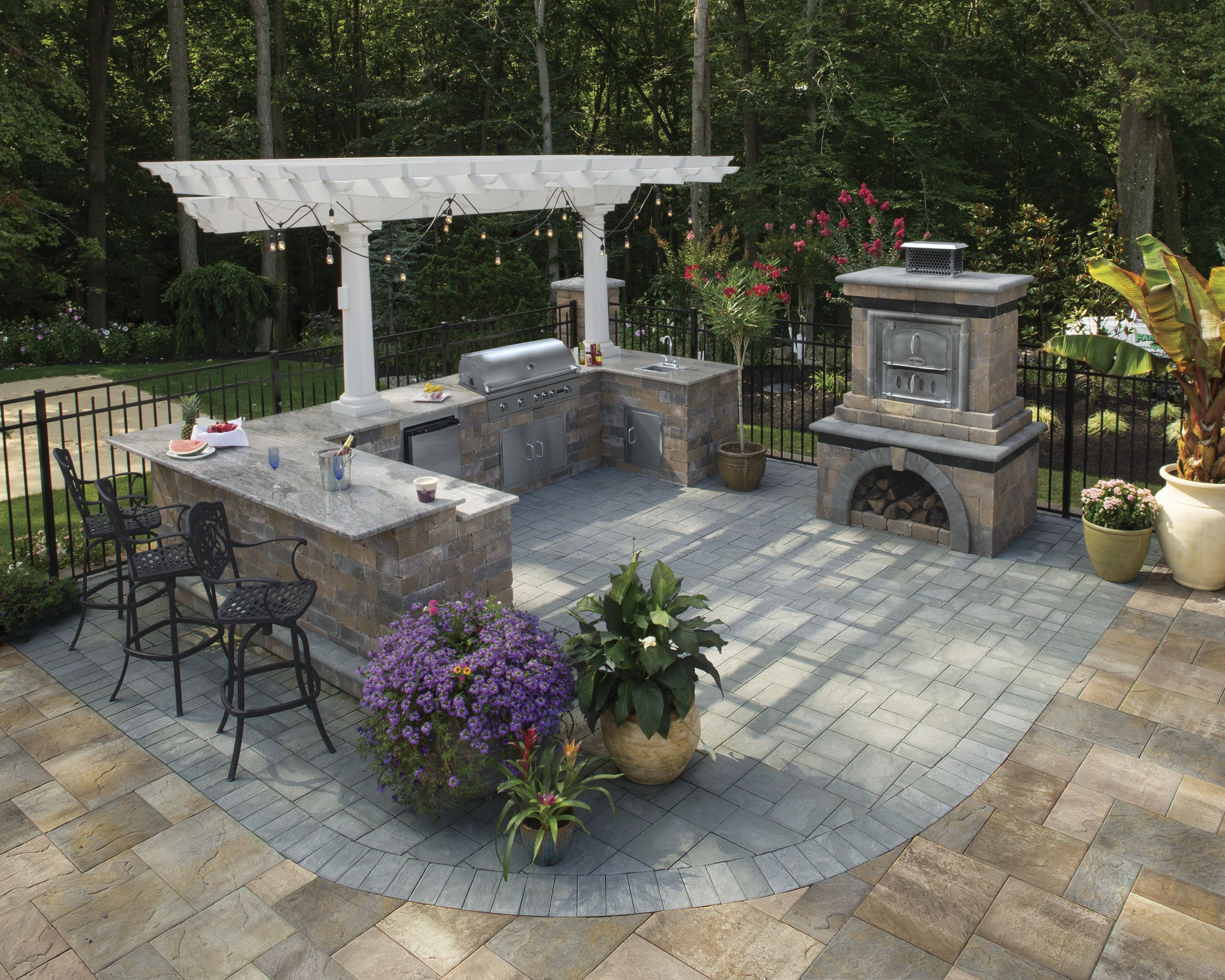 Cambridge pavingstones wall systems color options - Can You Picture This Outdoor Kitchen By Cambridge Pavers In Your Backyard Cambridge Pavingstones And