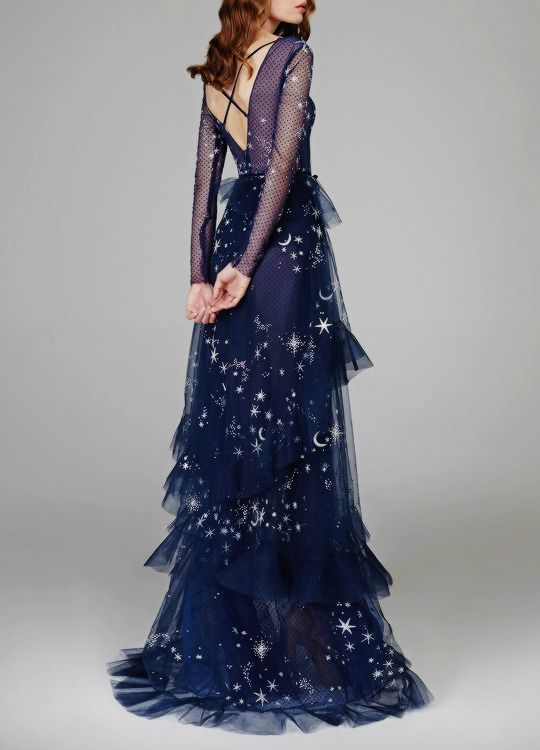 ":""Hamda Al Fahim f/w 2018-2019 couture #overgrownaesthetic"