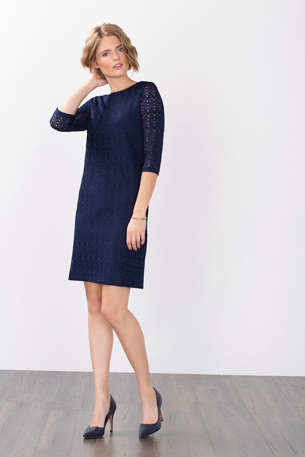 Schönes Kleid mit Spitze in Dunkelblau von Esprit.  Kleider