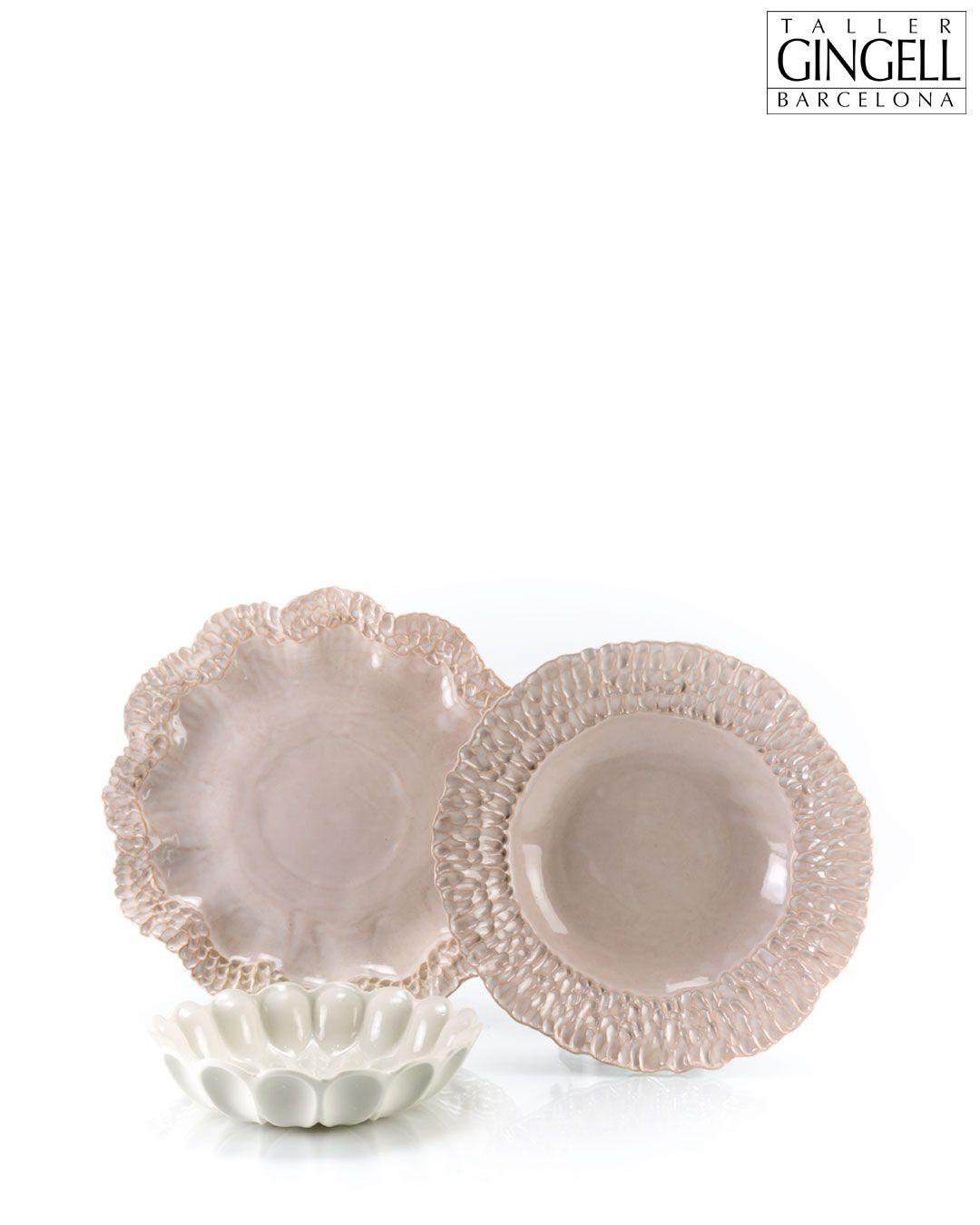 A handmade stoneware place setting. There's a subtle green glaze on the white wave bowl.  Un juego de vajilla de gres hecho a mano. Hay un sutil esmalte verde en el bowl blanco.  #ceramics #handmade #functionalceramics #instapottery #contemporaryceramics #design #shopsmall #style #handcrafted #barcelona #interiordesign #homedecor #makersgonnamake #designer #craft #giftideas #artisan #inspiration #pottery #tableware #homeware #stoneware #keramik
