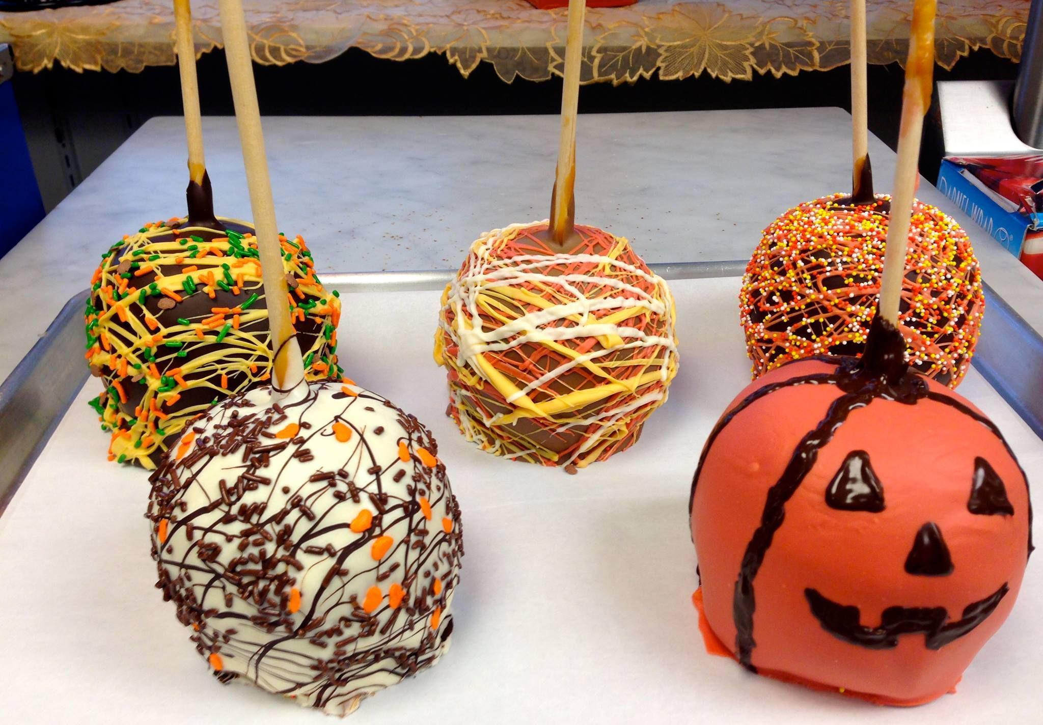 Decorated Caramel Apples for Halloween! Caramel apples