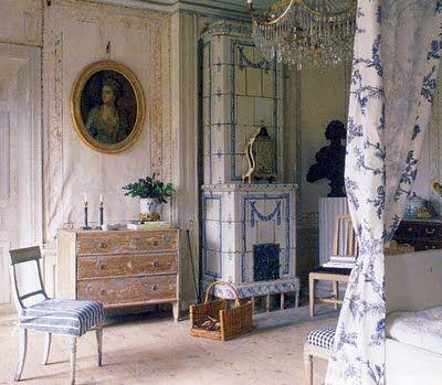 Swedish 18th century furnishings. It doesn't get more beautiful!  Lars Sjöberg art historian and marvel!