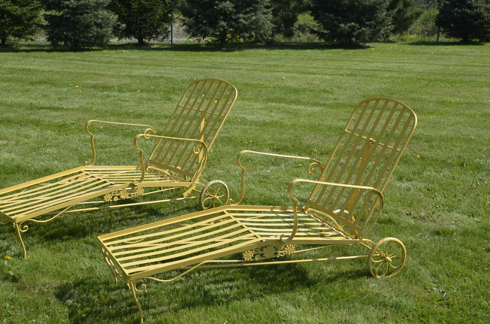 Woodard daisy lounge chairs just wrought iron outdoor patio furniture vintage - Chaise metal vintage ...