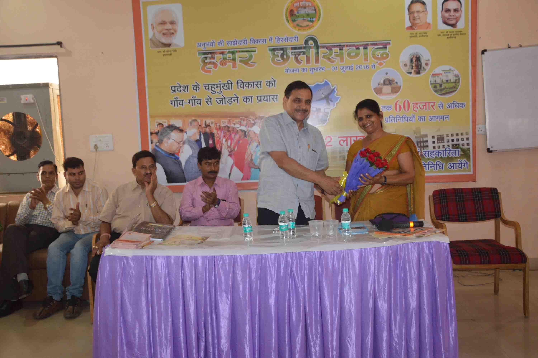 समूह चर्चा में शामिल हुईं दंतेवाड़ा जिला पंचायत अध्यक्षhttps://www.facebook.com/hamarcg2016/posts/1311122685652581