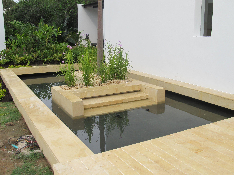 Piscinas parques acuaticos fuentes de agua fuentes for Diseno de fuente de jardin al aire libre